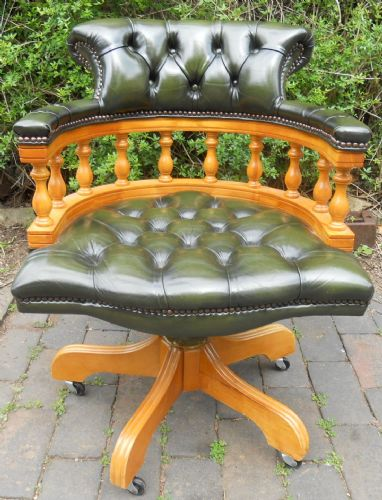 Office Desk Swivel Armchair in Green Leather